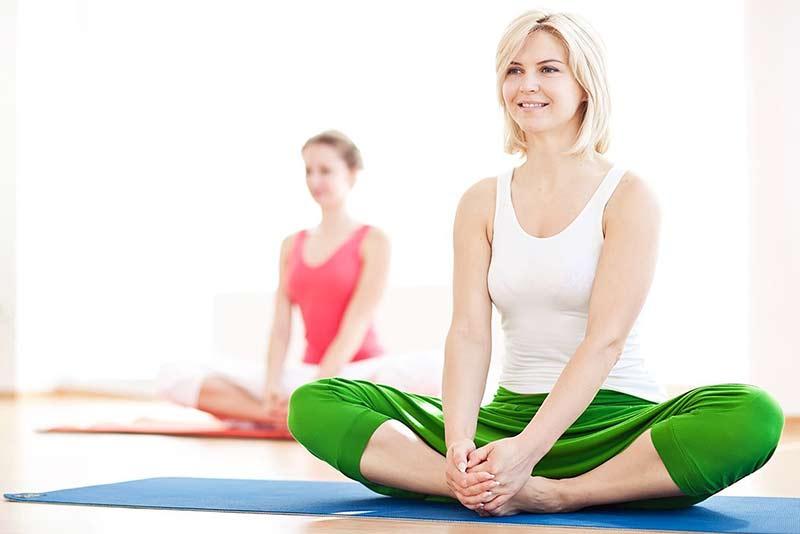 Ngồi bệt là một hình thức tập yoga